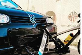 El ciclista Joan Reinoso, ileso tras ser atropellado por un coche