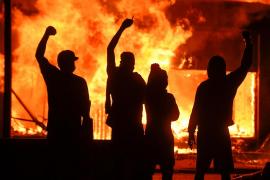 Decretan el toque de queda nocturno en 25 ciudades de EEUU por disturbios