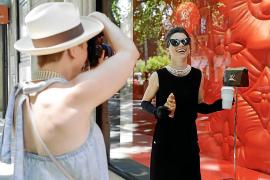 Audrey Hepburn se pasea por el Born