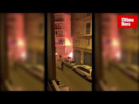 Calcinada la fachada de un edificio de Palma tras la quema de unos contenedores