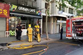 Un trabajador, intoxicado al prenderse la cocina en un local de Palma