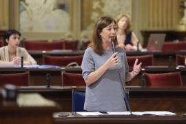Armengol elude hablar de una posible reducción de altos cargos del Govern
