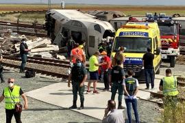 Dos muertos en el descarrilamiento de un tren Alvia en Zamora al chocar con un coche