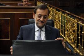 Rajoy se justifica: «Hago lo  único que se puede hacer para salir de esta postración»