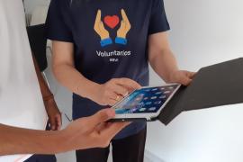 Un total de 80 mayores recibirán formación digital en Baleares gracias a voluntarios de BBVA y Cruz Roja