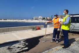 La reparación del muro en Cala Gamba concluirá dentro de tres semanas