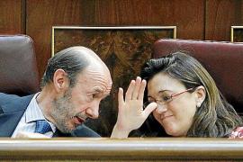 Un Rubalcaba blando con Rajoy levanta críticas en el PSOE