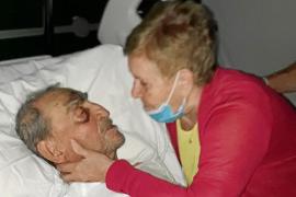 «Se quitan de encima a mi padre porque es mayor y no hay sitio en el hospital»