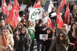 Trabajadores del IMAS protestan ante el Consell por la sobrecarga de trabajo
