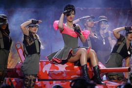 Rihanna: «No puedo dar a mis  fans canciones de pop corrientes»