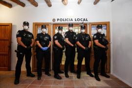 Una noche con la Unidad de Refuerzo y Seguridad de la Policía de Sant Josep, en imágenes (Fotos: Arguiñe Escandón).