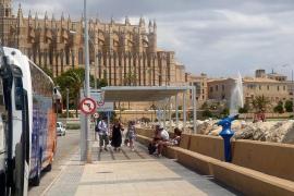 La instalación de pérgolas mejora la recepción de turistas en la Escollera