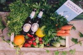 Rosa Blanca apoya el comercio local obsequiando con cerveza a los mallorquines que compran productos en estos comercios