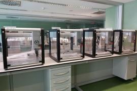 Son Espases instala el robot capaz de duplicar el número de PCR diarias