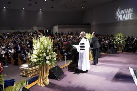 La familia de Floyd vuelve a pedir justicia durante su funeral