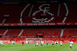 El Sevilla no perdona y se impone al Betis en el regreso de la Liga