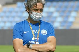 El técnico Pablo Alfaro, durante uno de los entrenamientos de la UD Ibiza en esta vuelta al trabajo.