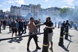 Graves disturbios entre policías y manifestantes de la ultraderecha en Londres