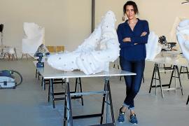 Amparo Sard «deforma lo cotidiano» para empujar el arte hasta «sus límites»