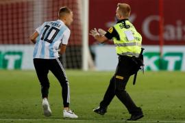 Los amigos del espontáneo que saltó en el Mallorca-Barça: «¿A que no tienes huevos de saltar al campo?»