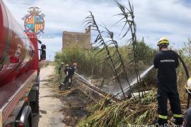 Incendio de hierbas y basura en el Molinar