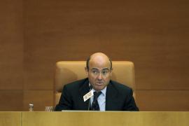 De Guindos insta a las empresas del Ibex a ajustar los salarios de sus directivos