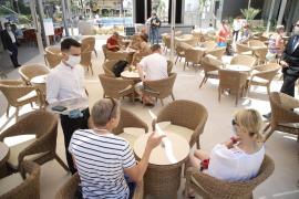 Los hoteleros reclaman al Gobierno medidas urgentes para «sujetar» al sector