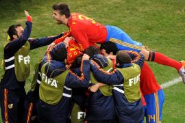 Piqué: «Me rompí la cara por España en Sudáfrica, ¡viva el Rey!»