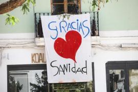 Un cartel para dar las gracias a sanidad, en Ibiza.