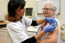 El IB-Salut compra un 37% más de vacunas de la gripe para este otoño