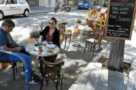 Cort ha recibido un millar de peticiones para habilitar terrazas en plazas de aparcamientos