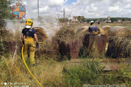 Los bomberos extinguen un incendio en Sant Jordi