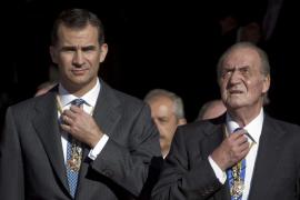 El Rey se baja el sueldo en 21.000  euros anuales y el Príncipe, en 10.000