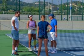 Rafael Nadal visita a los jugadores de su Academia de Manacor
