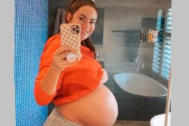 La 'influencer' Emily Skye da a luz en su casa sin quererlo y sube las fotos