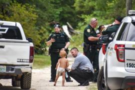 Un niño con autismo se pierde y lo encuentran tras haber sido cuidado por sus perros