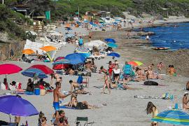 El tiempo acompañó en Ibiza con un sol sin apenas nubes y unas temperaturas cercanas a los 30 grados