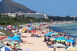 Los municipios costeros de Mallorca no prevén limitar de momento el aforo a sus playas