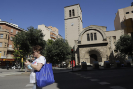 Acusan al párroco de Sant Sebastià de acariciar a un colaborador de la parroquia