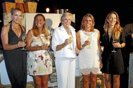Música, cena de mujeres y entrada libre en el 'Village'