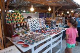 Una imagen de un puesto en el mercado de la Mola.