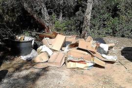 Un montón de residuos, hace años en una zona de Santa Eulària.