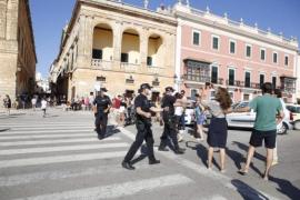 La policía controla el 'Caragol des Born' para evitar aglomeraciones