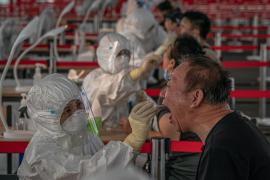 China asegura que el repunte de contagios del mercado mayorista de Pekín está bajo control