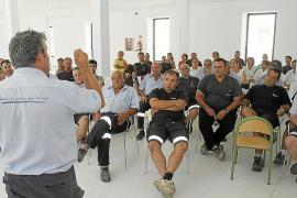 El personal laboral pide al Ajuntament que no aplique los recortes de Rajoy