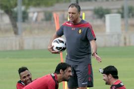 Caparrós, insatisfecho con la actitud del equipo ante el Standard belga