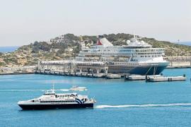 El Gobierno mantiene la prohibición de entrada a España de cruceros