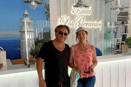Abre el primer hotel del Port Sóller con turistas mallorquines, franceses y alemanes