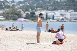 Las playas de Ibiza en el inicio del verano, en imágenes (Fotos: Arguiñe Escandón).