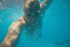 Se busca al propietario de una cámara GoPro perdida en una playa de Mallorca